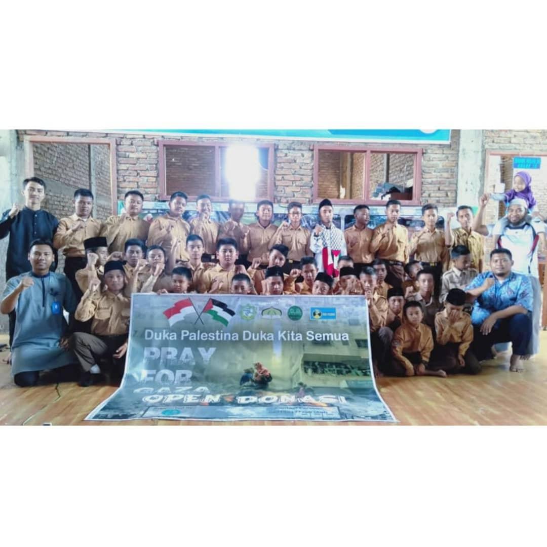 SMP IT Ibnu Sina Dukung Gaza