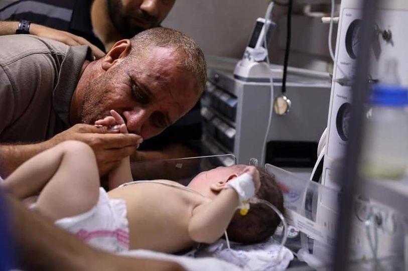 Seorang Bayi Selamat Dari Pengeboman di Gaza Semalam
